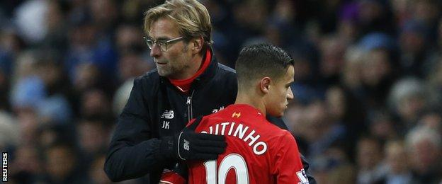 Philippe Coutinho congratulated by Jurgen Klopp after being substituted
