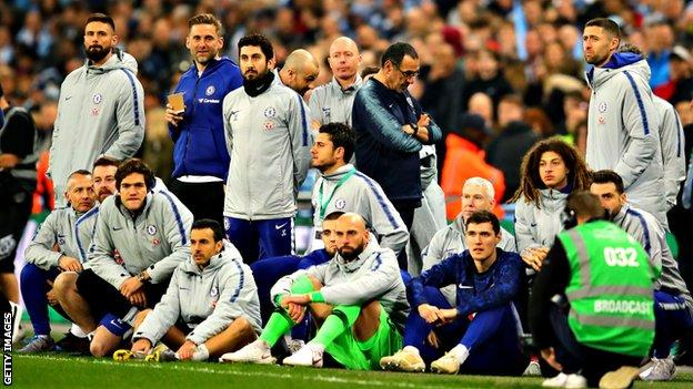 Maurizio Sarri turns his back as Chelsea players and staff watch the penalty shoot-out