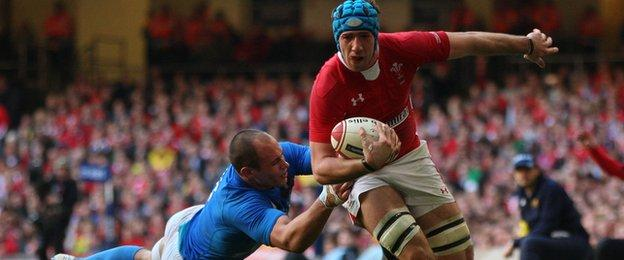 Sergio Parisse tackles Justin Tipuric in the match between Wales and Italy in Cardiff in 2012