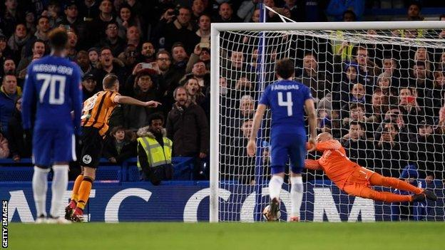 Watch Willian and Giroud star as Chelsea hammer Hull - highlights & report