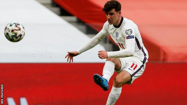 Mason Mount in action for England against Albania in a World Cup 2022 qualifier
