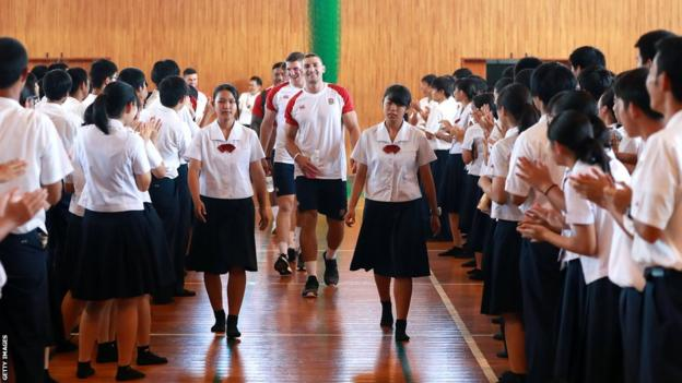 Jonny May in a Japanese school