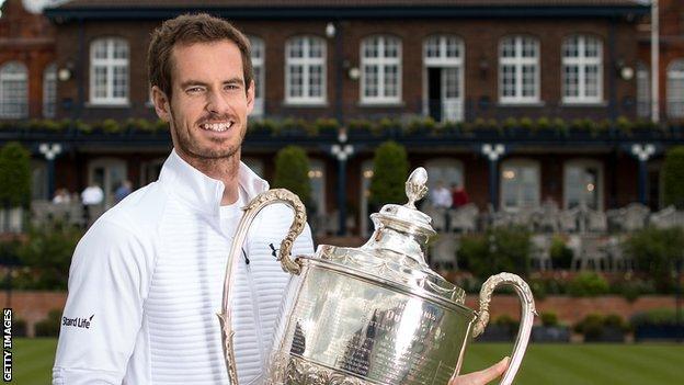 Andy Murray con el trofeo de Queens