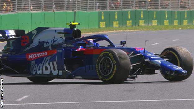 Alexander Albon spins off the track at Albert Park