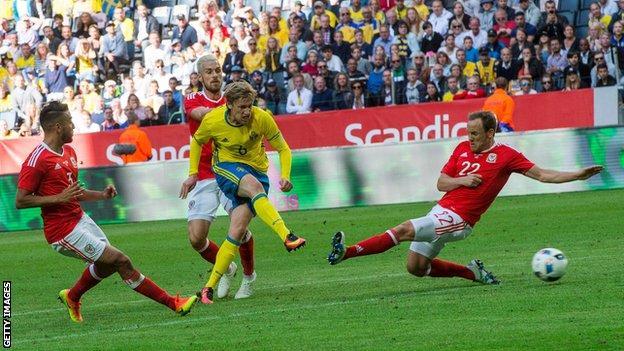 Emil Forsberg puts Sweden in the lead