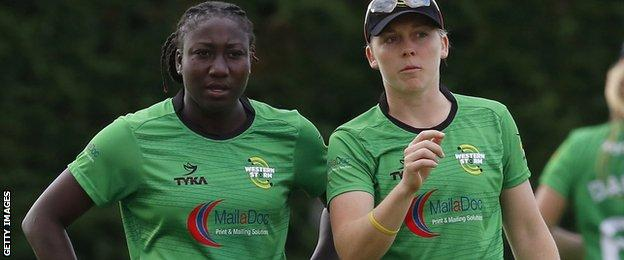 Stafanie Taylor and Heather Knight