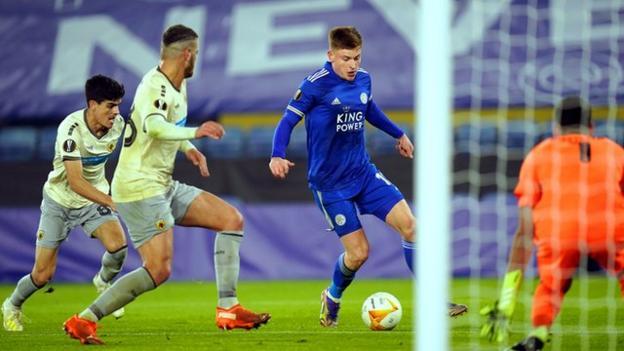 Leicester City'den Harvey Barnes, Avrupa Ligi'nde AEK Atina'ya karşı mücadelede