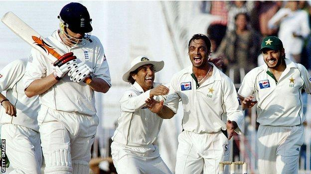 Pakistani cricketer Shoaib Akhtar celebrates with his teammate Shahid Afridi and Younis Khan after taking the wicket off England batsman Andrew Flintoff during the fifth and final day of the second Test match between Pakistan and England at the Iqbal Cricket Stadium in Faisalabad in 2005