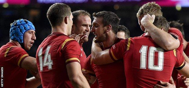 Captain Sam Warburton congratulates his players after Wales beat England