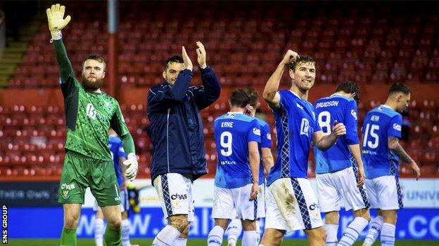 St Johnstone applaud their fans after victory at Pittodrie