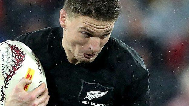 Beauden Barrett attacks for New Zealand