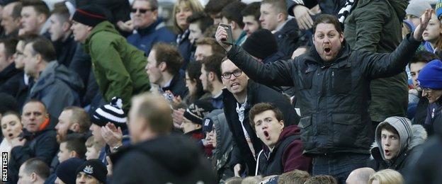 Fans gesticulate to Steve McClaren