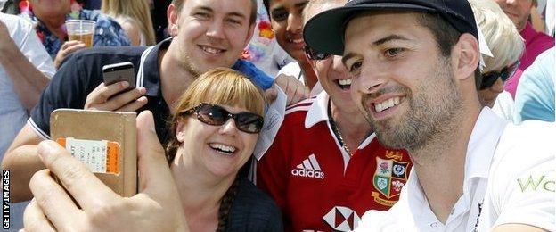 Mark Wood & fans