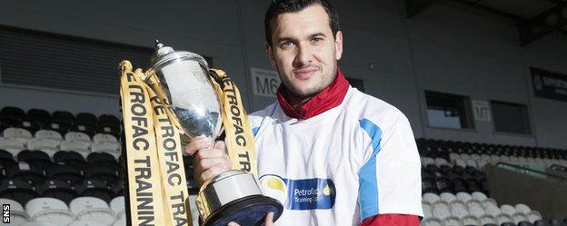 St Mirren manager Ian Murray with the Challenge Cup