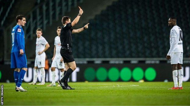 Marcus Thuram ถูกไล่ออกระหว่างเกมที่ Borussia Monchengladbach พบกับ Hoffenheim