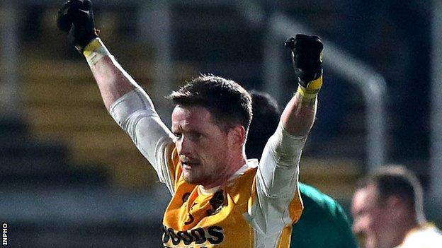 Clontibret fended off a late comeback from Crossmaglen to win by a single point