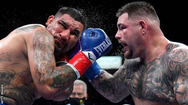 Chris Arreola and Andy Ruiz Jr fighting