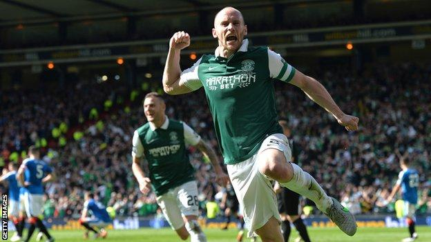 David Gray scored a stoppage-time header to win the Scottish Cup for Hibs in 2016