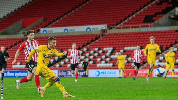 Sunderland's weakened side could only draw 1-1 at home to Wimbledon on Tuesday