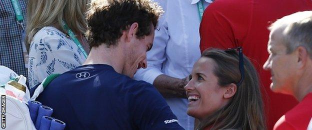 Murray says he will fly home from Melbourne if wife Kim goes into labour early