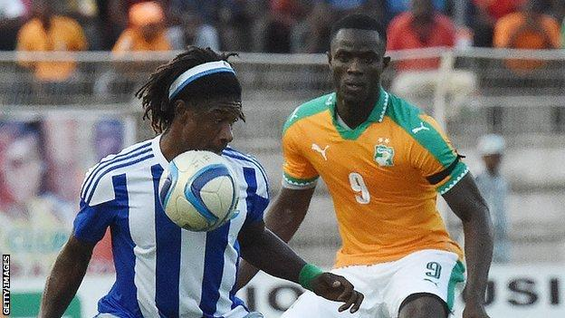 Mohamed Bangura (left) in action against Ivory Coast