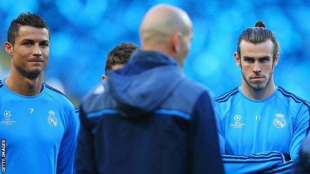 Cristiano Ronaldo and Gareth Bale listen to Real manager Zinedine Zidane