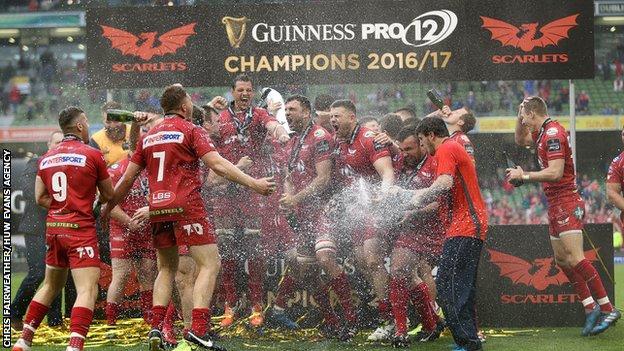 Scarlets celebrating Pro12 league win