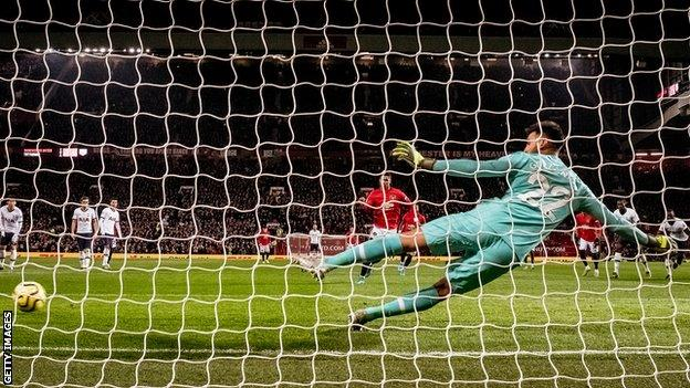 Marcus Rashford scores with a penalty