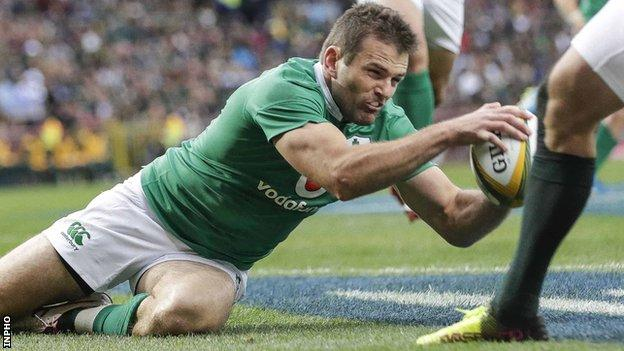Jared Payne scored Ireland's opening try in the 11th minute at Newlands