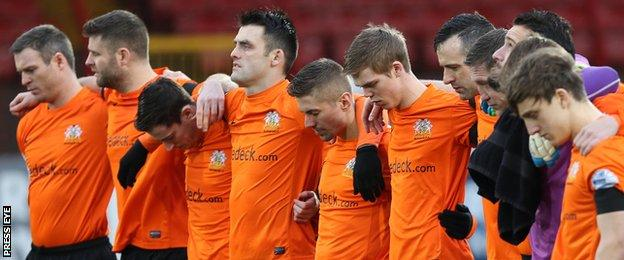 Glenavon players observe a minute's silence for Mark Farren before the Irish Cup tie against Glentoran