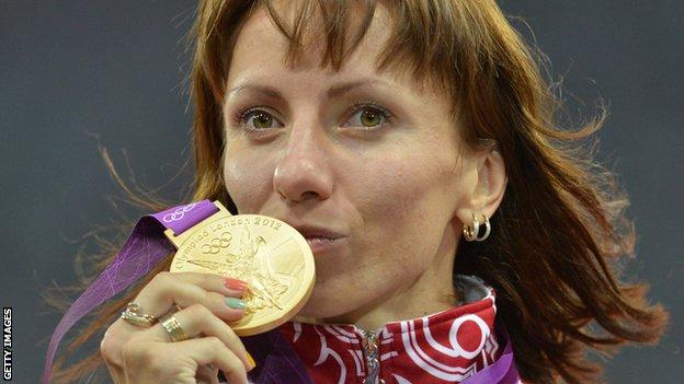 Mariya Savinova celebrates winning gold at London 2012