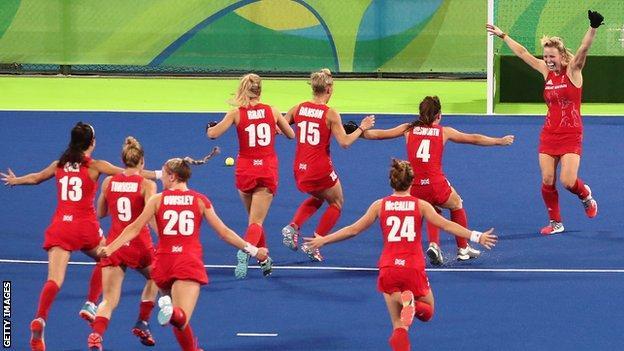 GB hockey team celebrate Olympic gold
