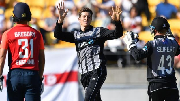New Zealand beat England by 21 runs to level T20 series thumbnail