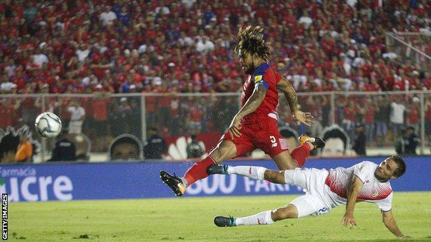 Roman Torres scores against Costa Rica