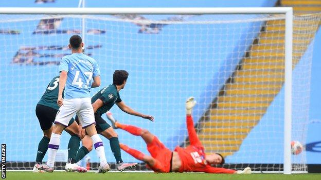 Phil Foden puts Manchester City ahead against Burnley