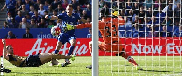 Jamie Vardy scores against Arsenal