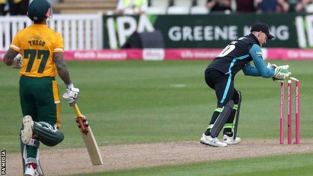 Worcestershire wicketkeeper Ben Cox whipped off the bails from Ed Barnard's pinpoint throw to leave Peter Trego well short of his ground