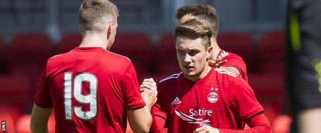 Scott Wright celebrates his goal with Lewis Ferguson as Aberdeen drew 2-2 with St Johnstone