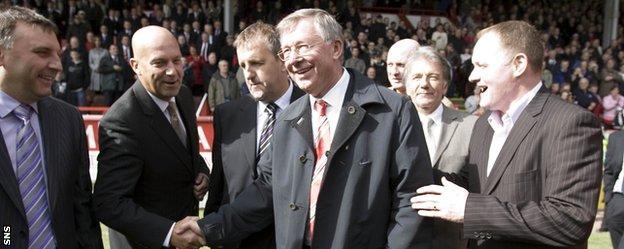 Sir Alex Ferguson and John McMaster (right) at an Aberdeen reunion in 2008