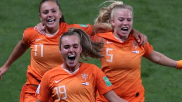 Women's World Cup 2019: Lieke Martens' penalty sends Netherlands through 2-1 thumbnail