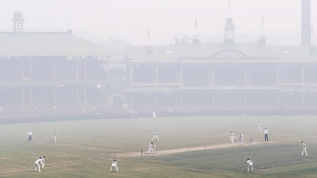 """Sydney smoke: Conditions like """"smoking 80 cigarettes a day"""" at SCG in Sheffield Shield thumbnail"""