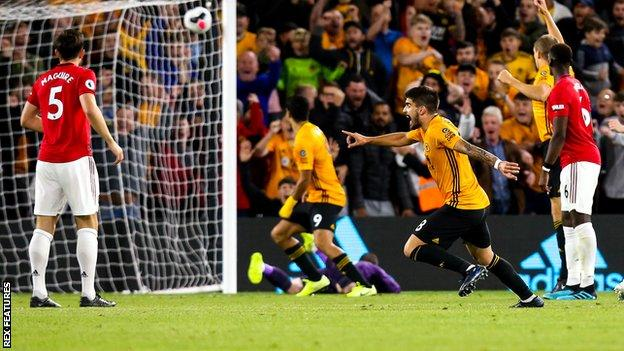 Ruben Neves (second right)