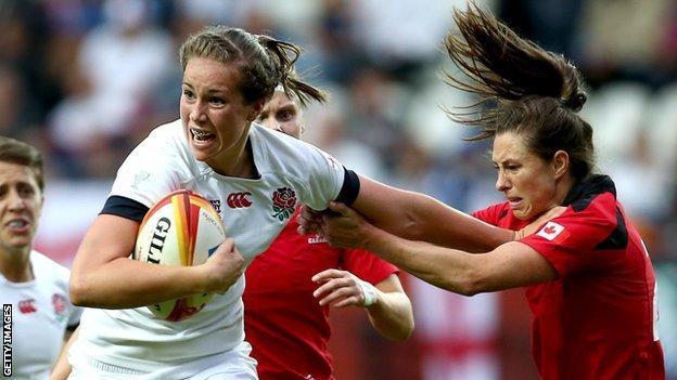 Emily Scarratt hands of a Canada defender