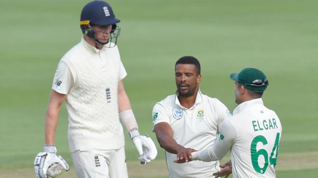 South Africa fight back after England start well on fluctuating first day