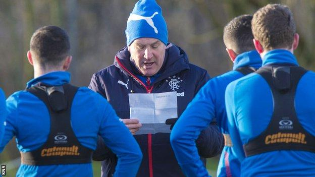 Rangers manager Mark Warburton addresses his players at training