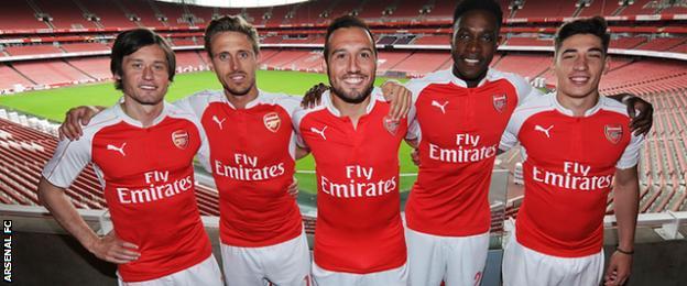 Tomas Rosicky, Nacho Monreal, Santi Cazorla, Danny Welbeck and Hector Bellerin model Arsenal's new home kit