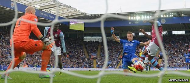 Jamie Vardy scores against Stoke City