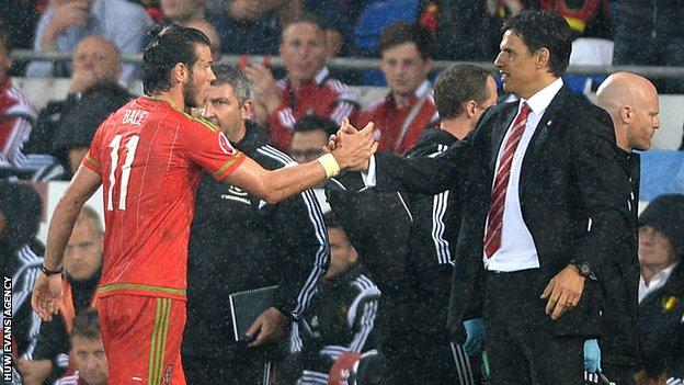 Gareth Bale and Wales manager Chris Coleman shake hands