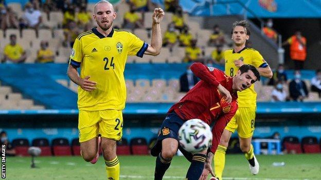 Alvaro Morata shoots wide