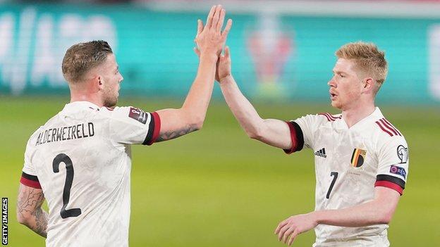 Kevin de Bruyne (right) celebrates with Toby Alderweireld